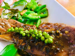 Beef chops with green pepper sauce